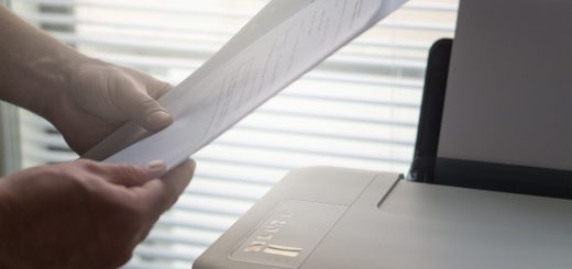 поставить подпись за коллегу, начальника, друга или родственника;